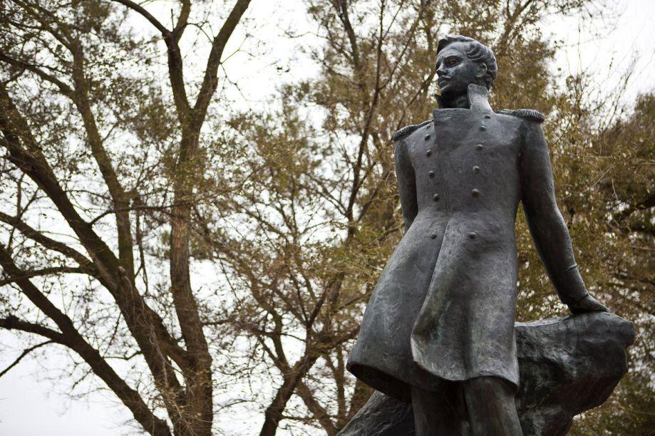 Памятник Лермонтову в Тамани