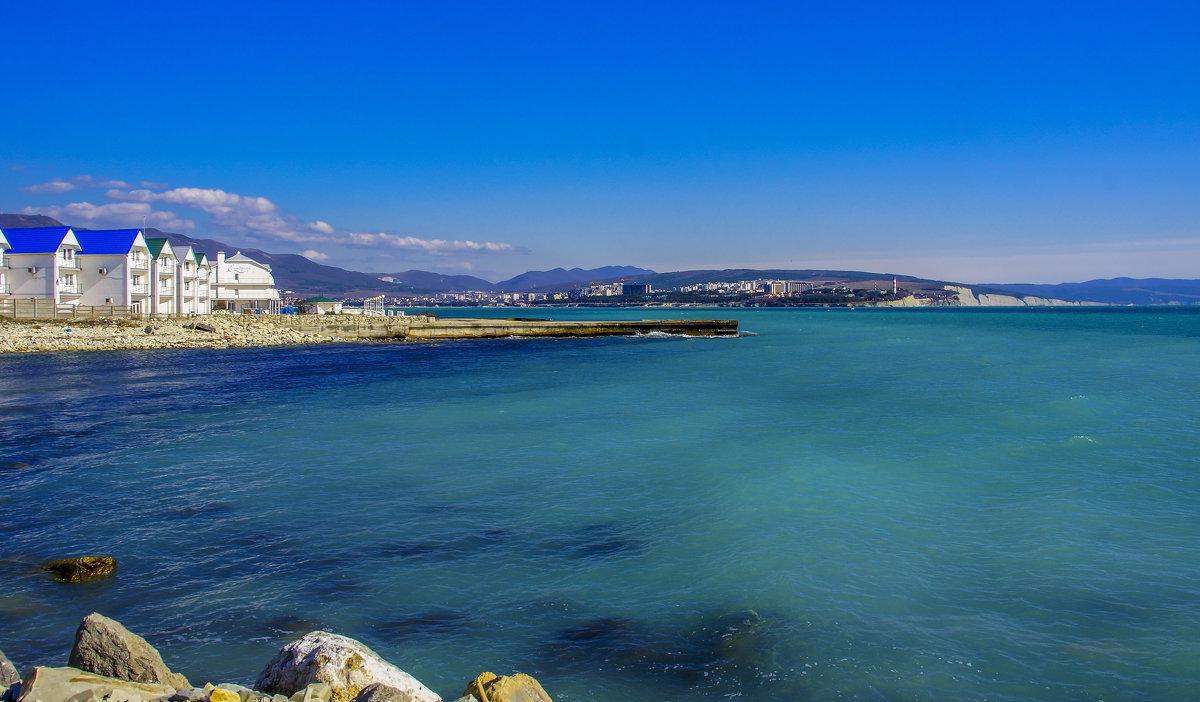 Пляж Тонкий мыс в Геленджике