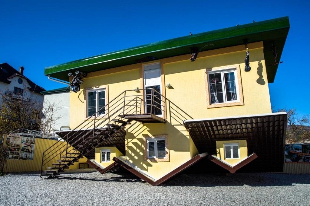 Дом Перевертыш в Геленджике
