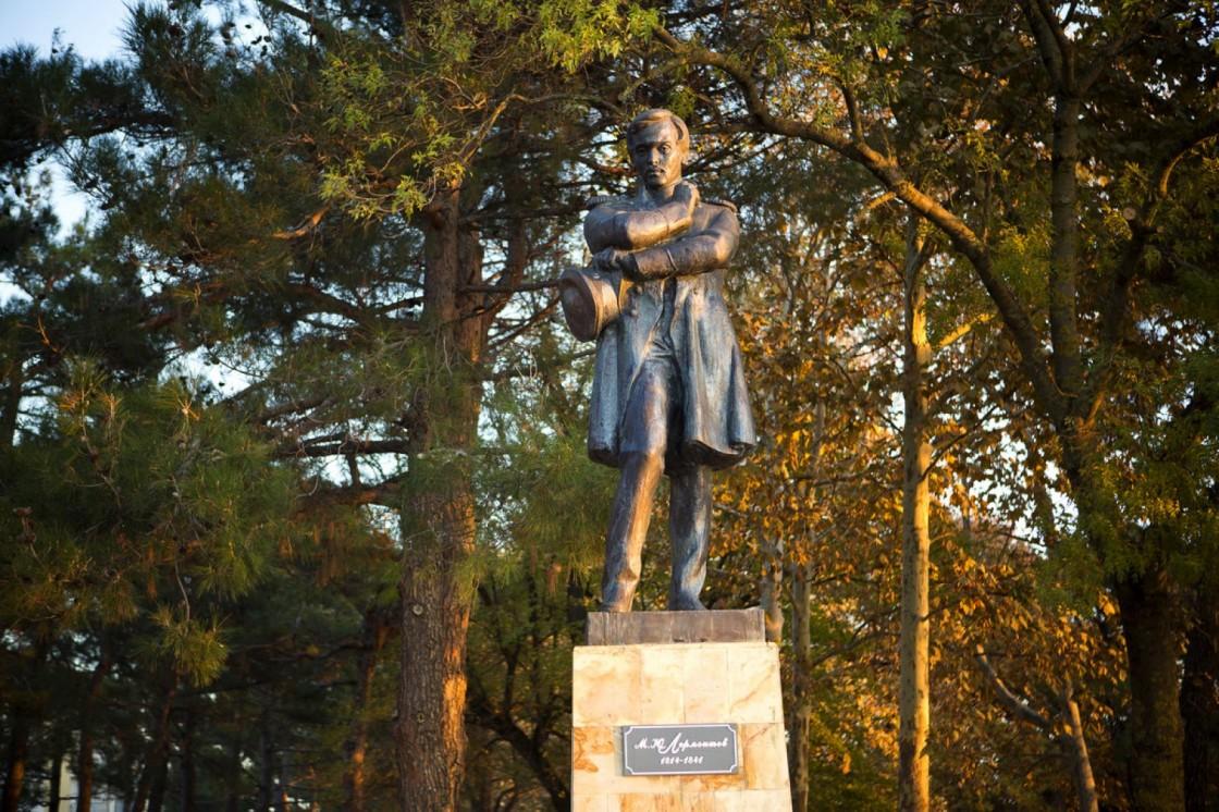 монумент Лермонтову