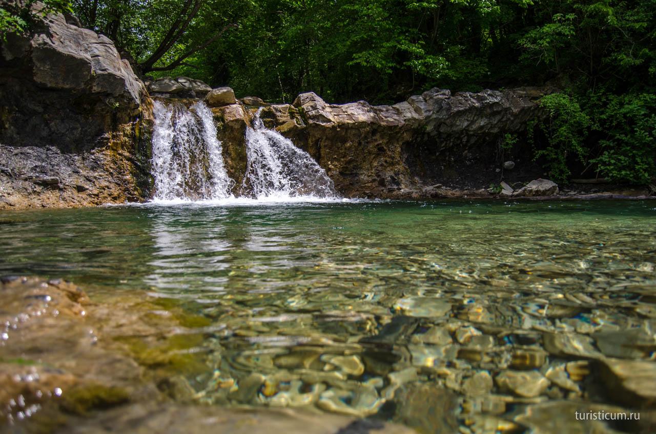 Изумрудный водопад в Геленджике
