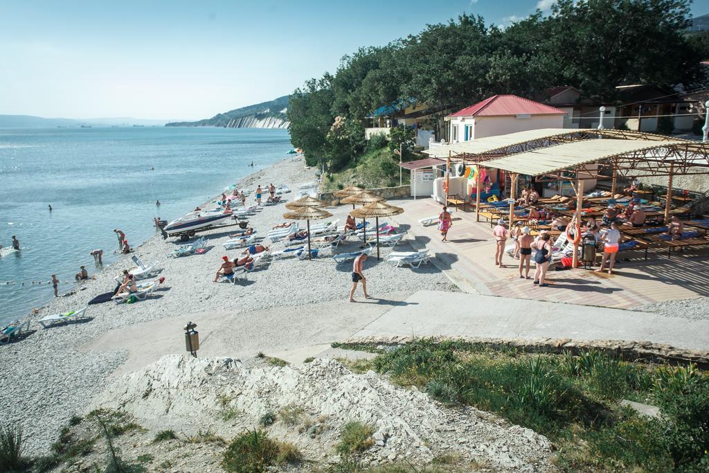 Пляж комплекса «Лазурный»
